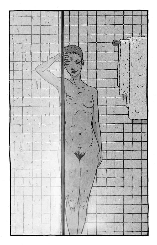 Mujer de cuarenta años saliendo de la ducha. Se ve la cicatriz que le dejó una mastectomía.