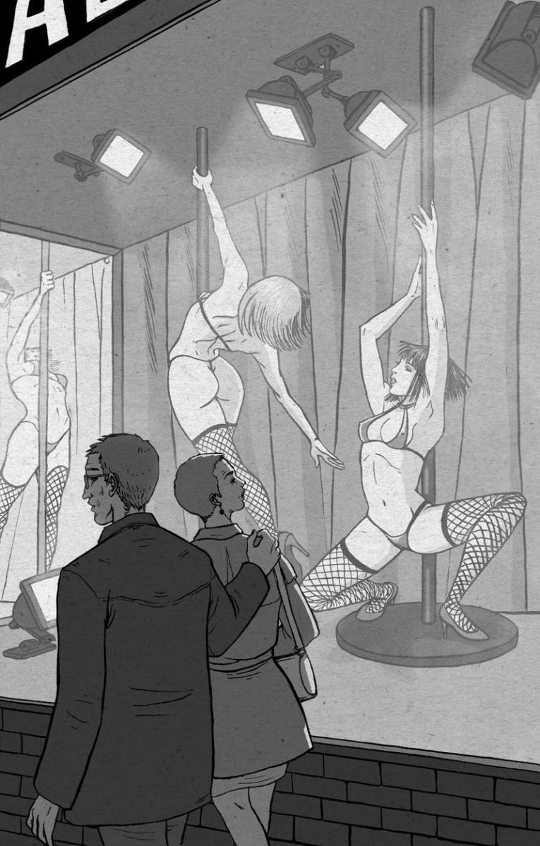 Una pareja ve unas bailarinas en un escaparate de un club.