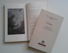 """Fotografía de la edición del poemario """"Circe"""""""